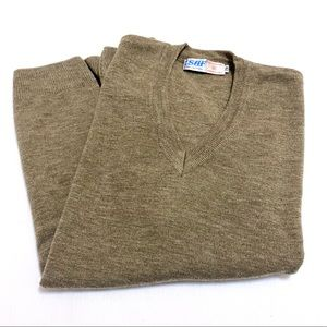 Oversized sweater vest in taupe colour. Size small